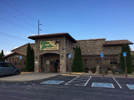 the entrance picture of olive garden bowling green tripadvisor