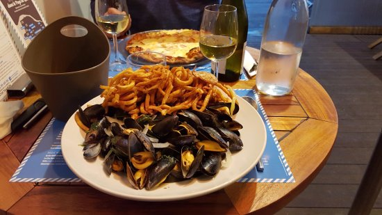 Saint-Michel-Chef-Chef, France: Ne manquez pas les moules pendant la belle saison !