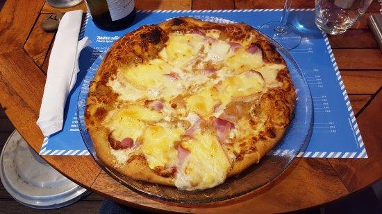 Saint-Michel-Chef-Chef, France: 31 cm de diamètre ! Vous vous sentez d'attaque pour finir la votre ?