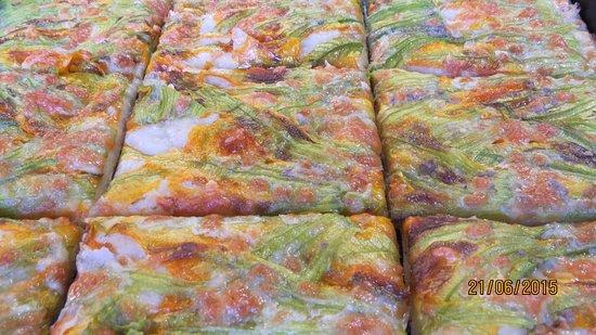 Lavinio Lido di Enea, Italia: Mozzarella e fiori di zucca :)
