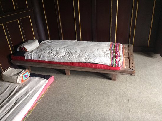 Menglian County, China: Typical old bed