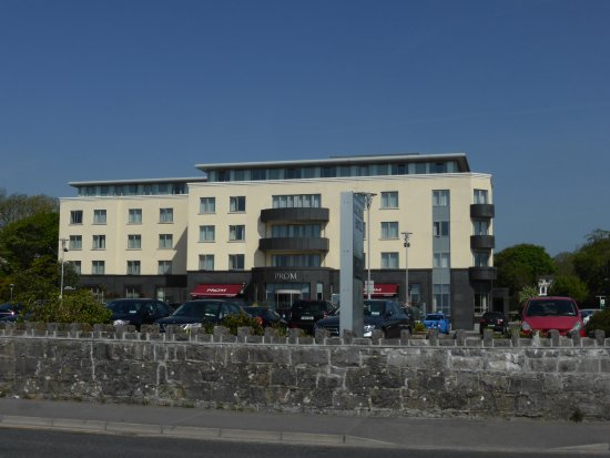 Salthill Hotel: Hotel building - view from the Salthill Promenade