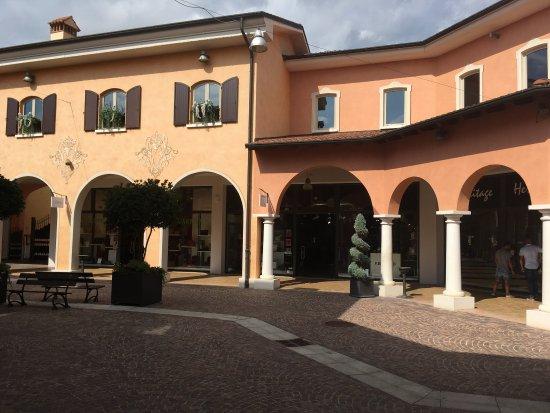 Outlet Village Mantova - Picture of Mantova Outlet Village, Bagnolo ...