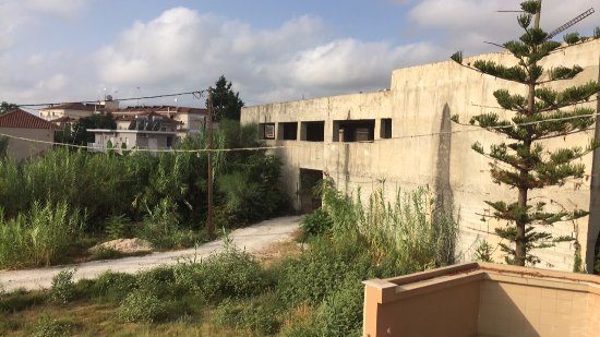 Zante Plaza Hotel & Apartments: View from balcony, deserted building
