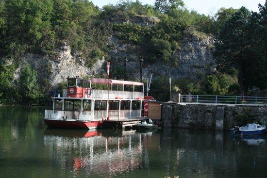 Saint-Nazaire-en-Royans, Frankrike: le bateau