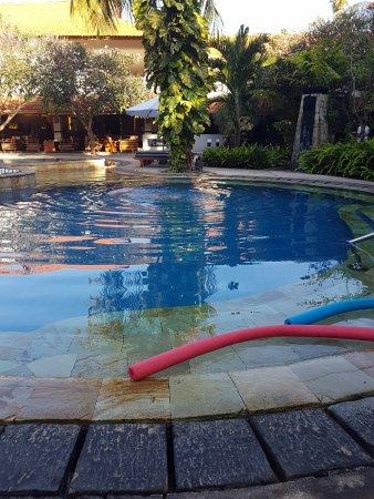 Bali Rani Hotel: Pool facing breakfast area