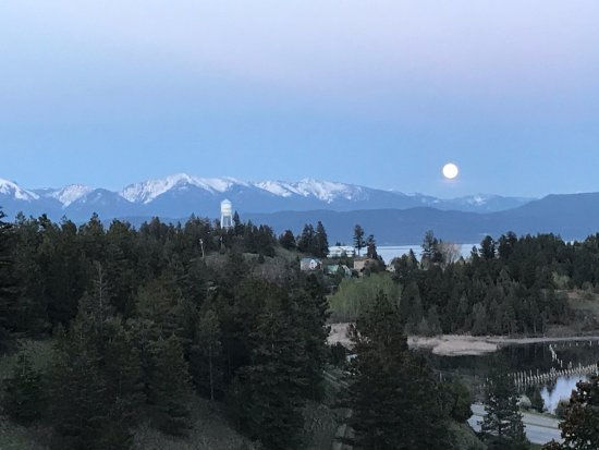 Somers, MT: Taken from the porch, this picture does not do the moon rise justice.