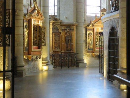 Basilique Saint-Sernin: Intérieur de la basilique