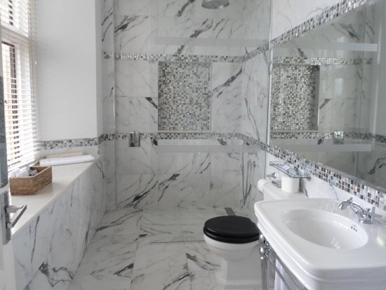 North Bovey, UK: Room 2 bathroom.