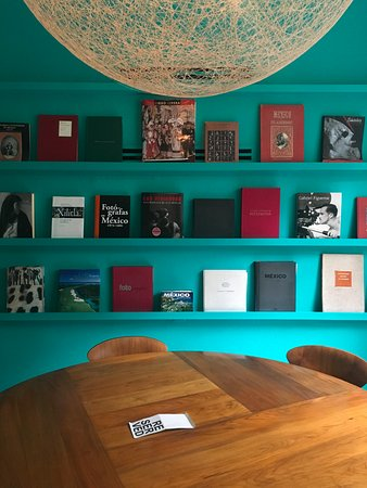 Condesa DF: In-house library