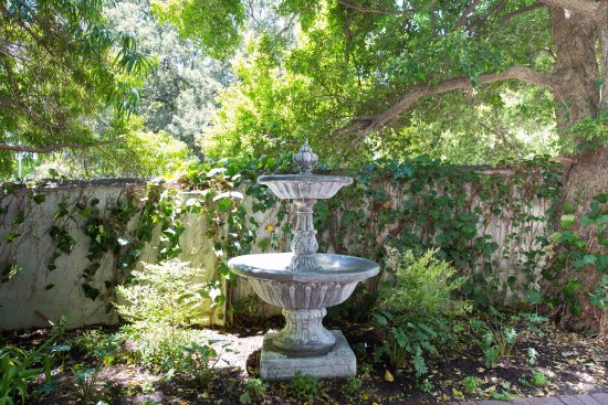 Claremont, Sudáfrica: Water Fountain outside the Spa