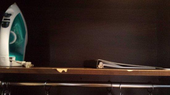 Woodbine Hotel & Suites: Movél quebrado