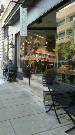 Cafe One Eight : Stylish outdoor seating!