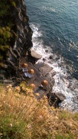 International Camping Village LaTimpa: Piattaforma attrezzata sul mare (anche doccia calda), raggiungibile con ascensore.