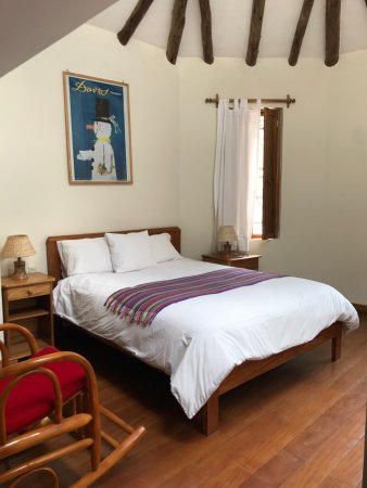 Maison Fortaleza: Beautifully appointed guest room with a lovely view of the cusco city