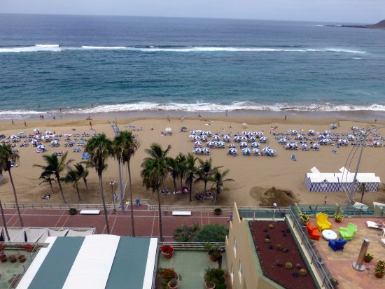Reina Isabel Hotel: view of beach from our friends balcony