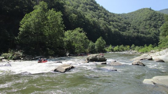 Erwin, Теннесси: What a Gorgeous River Canyon!    The Nolichucky River!