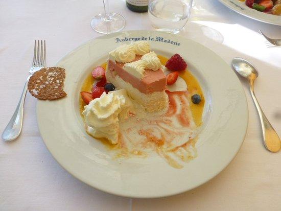 Auberge de la Madone : Le Traditionnel Vacherin Madone à la fraise