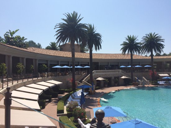 The Resort at Pelican Hill: A view from the side of the pool