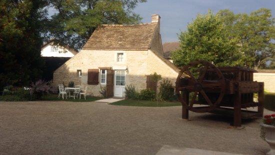 Montagny-les-Beaune, Francia: Parte da fachada.