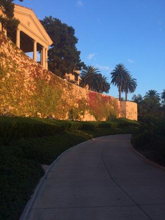 The Resort at Pelican Hill: Walkway