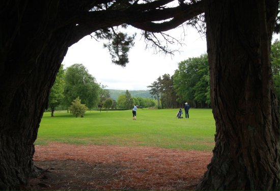 Tipperary, Ireland: Approaching the first hole.