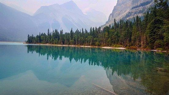 Mount Robson, Kanada: specchio di lago incastonato tra le montagne