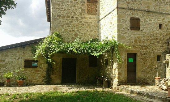 Grizzana Morandi, Italia: Per le vie del borgo