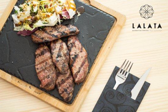 Santa Fe, Spain: Lalata es un lugar de encuentro donde se dan cita la cocina más castiza con un toque moderno