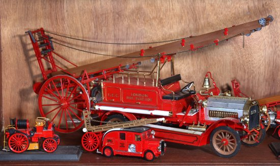 Montgomery, UK: Stunning photos of early fire engines. Hot stuff!
