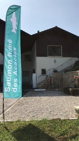 Fleurier, Suisse : Saumon Fumé des Acacias