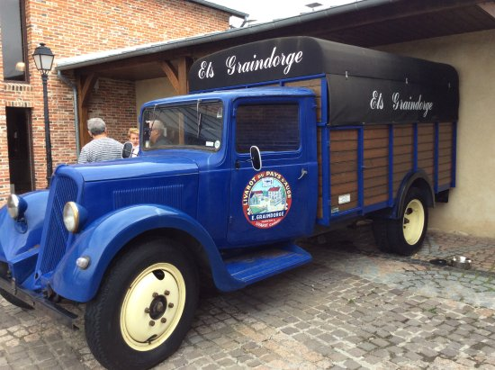 Livarot, France: Camion d'époque