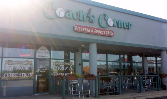Elk Grove Village, IL: outdoor patio and entrance to Coach's Corner