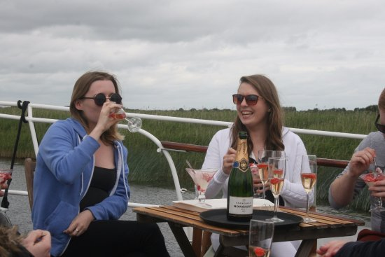 Athlone, Ireland: Champagne cruise  another bottle