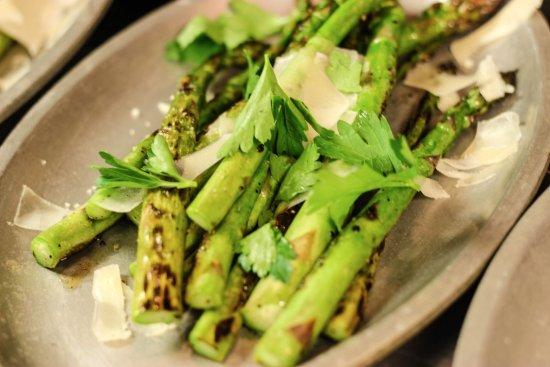 Clear Lake, IA: Wood-grilled Asparagus