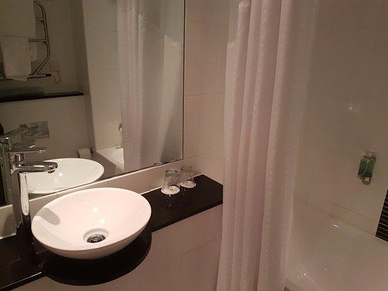 Holiday Inn Glasgow City Centre Theatreland: Room 214 Bathroom
