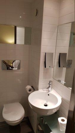 Sleeperz Hotel Cardiff: 20170909_002224_large.jpg