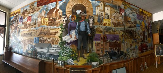 Atwood, แคนซัส: Very impressive mural tells a great story.