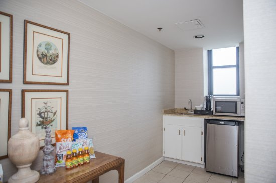 Danny Thomas Suite Micro Kitchen - Picture Of The Peabody Memphis