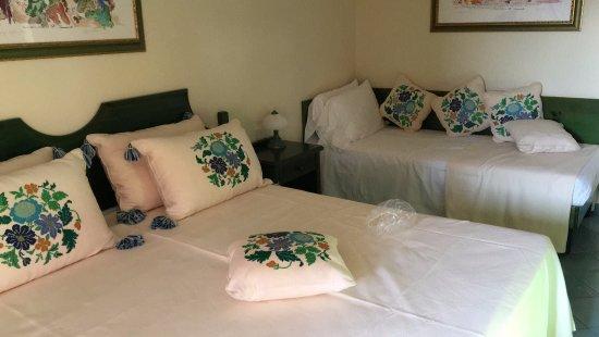 Hotel Cala Ginepro Resort&Spa: Quanti cuscini !