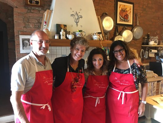 Чертальдо, Италия: A photo app with Giuseppina and Carrina