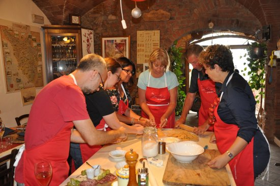 Certaldo, Włochy: Her minions at work ;)