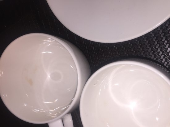 Raintree Hotel, Deira City Centre: Dirty cups in our suite