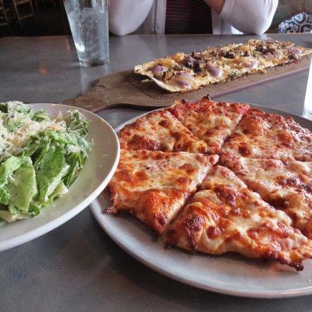 MacKenzie River Pizza Co.: photo1.jpg