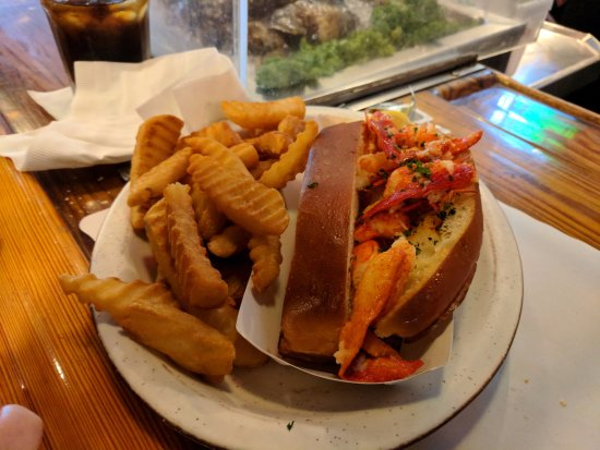 Hot Lobster Roll With Melted Butter Can Be Cold With Mayo If That Turns You On Picture Of Uss Chowder Pot Iii Branford Tripadvisor