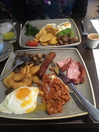 Hotel Indigo London-Paddington: Our breakfast.