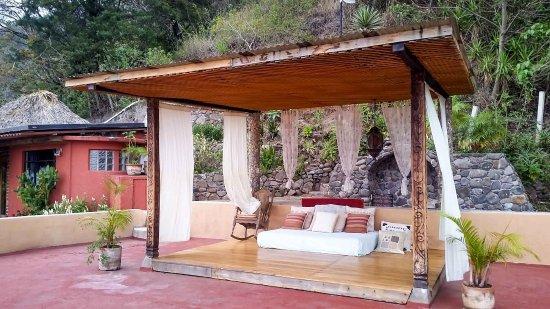 Villa Sumaya: Rooftop bed for lounging.