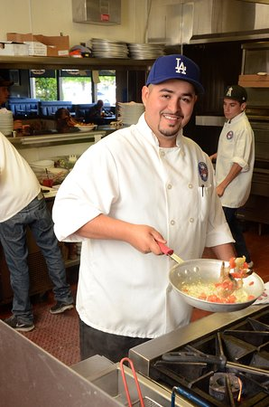 Shingle Springs, CA: Chef Orlando cooking some Italian Herb Shrimp Penne!