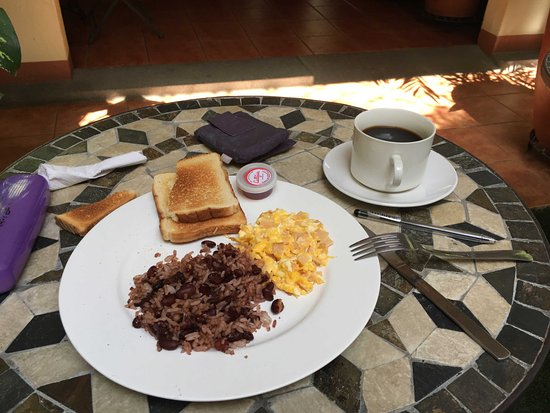 Colibri Hotel y Desayuno: Tico breakfast (there were options)