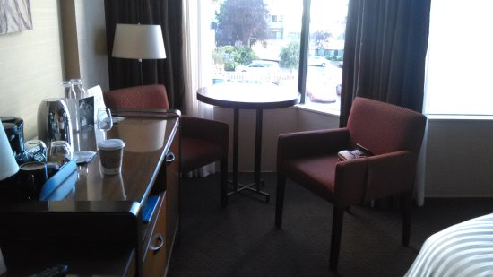 The Listel Hotel Vancouver: sitting table with chairs